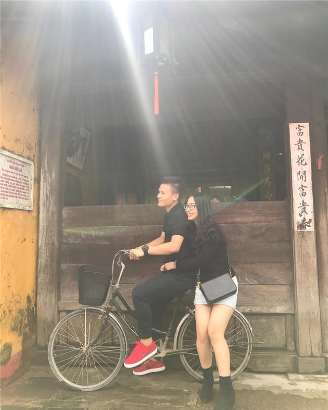 Ở bên bạn gái, cầu thủ quốc dân Quang Hải thay đổi 180 độ thành mèo ngoan-14