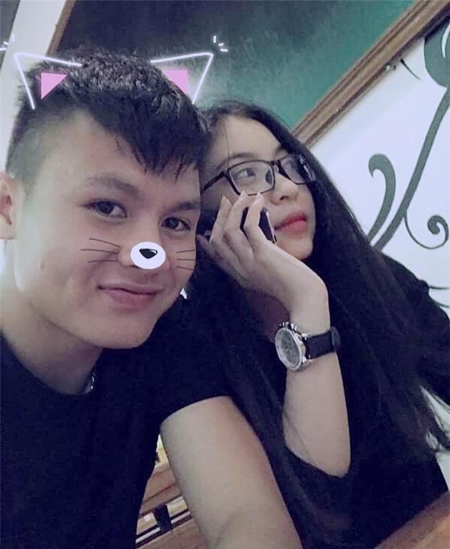 Ở bên bạn gái, cầu thủ quốc dân Quang Hải thay đổi 180 độ thành mèo ngoan-7