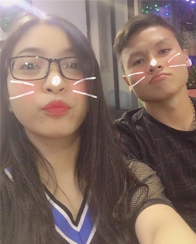 Ở bên bạn gái, cầu thủ quốc dân Quang Hải thay đổi 180 độ thành mèo ngoan-9