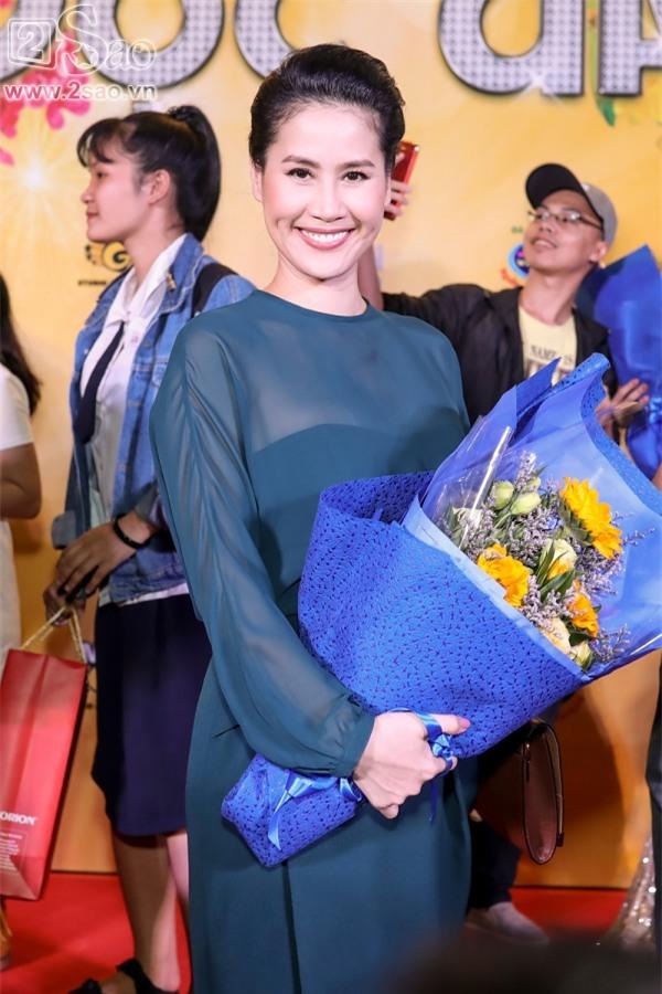 Hoài Linh mặc áo thun mang dép lê lạc lõng giữa sự kiện-7