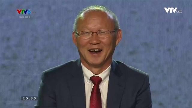 Nói sai tên 99% dàn cầu thủ U23, HLV Park Hang Seo liên tục ôm đầu cười hoang mang-1