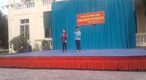 """mc nhi """"ban"""" tieng anh gay sot: song vung nui ngheo ha tinh, ca truong chi 1 gv tieng anh - 2"""