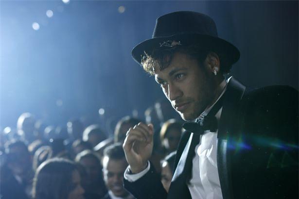 Bức ảnh xuất thần của Neymar trong tiệc sinh nhật được ví như đại tiệc Hoàng gia - Ảnh 1.