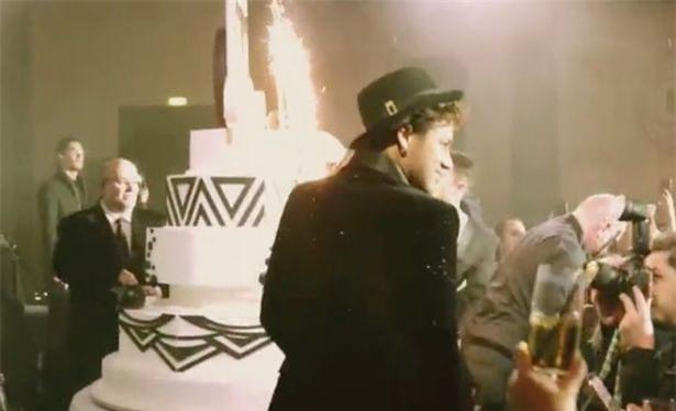 Bức ảnh xuất thần của Neymar trong tiệc sinh nhật được ví như đại tiệc Hoàng gia - Ảnh 2.