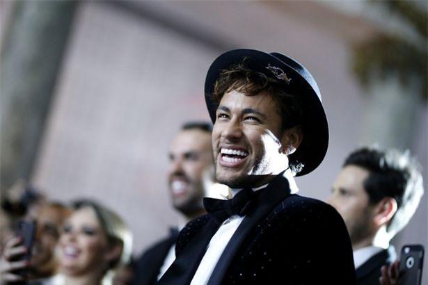 Bức ảnh xuất thần của Neymar trong tiệc sinh nhật được ví như đại tiệc Hoàng gia - Ảnh 3.