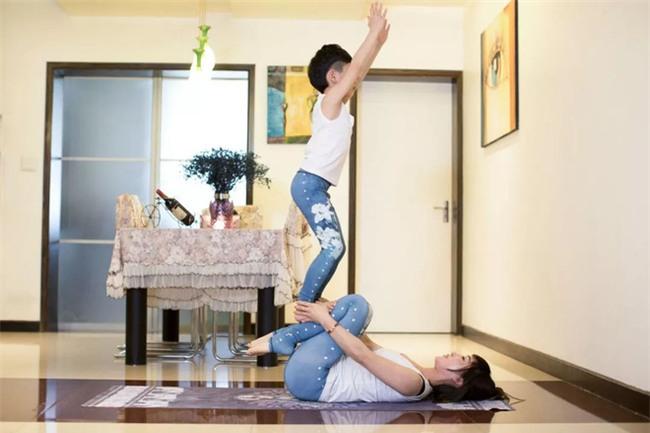Ông thầy Yoga nhí, mới 7 tuổi đã nhận được thu nhập khủng đến hàng trăm triệu đồng - Ảnh 3.