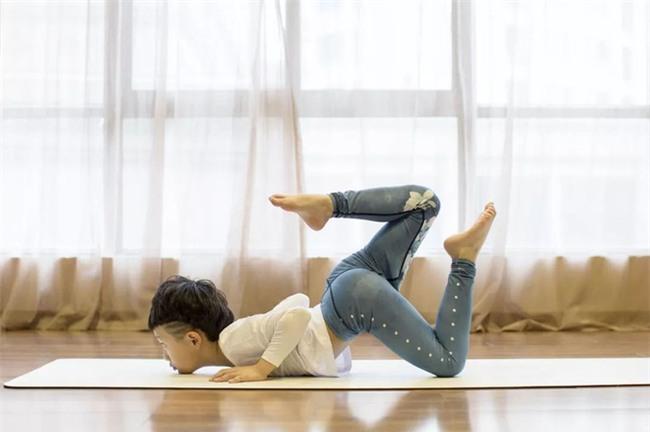 Ông thầy Yoga nhí, mới 7 tuổi đã nhận được thu nhập khủng đến hàng trăm triệu đồng - Ảnh 9.