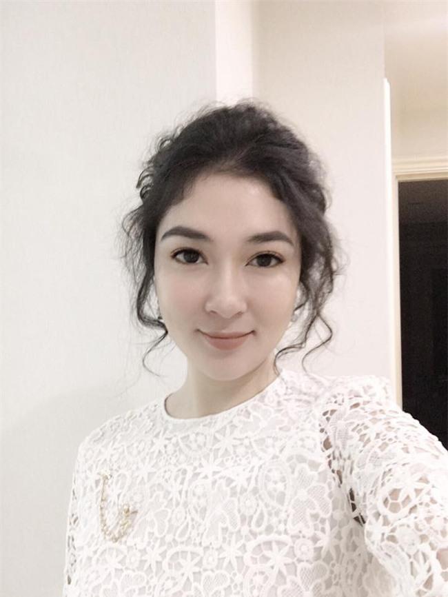 Tái xuất sau 13 năm đăng quang, có ai nhận ra Hoa hậu Nguyễn Thị Huyền với chiếc cằm dài khác lạ này - Ảnh 4.