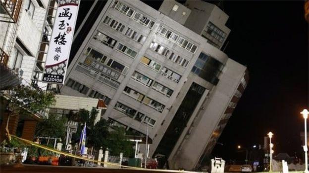 Thấy sàn nhà rung chuyển, chồng vội vàng xả thân che chắn cho vợ con trong trận động đất ở Đài Loan - Ảnh 5.