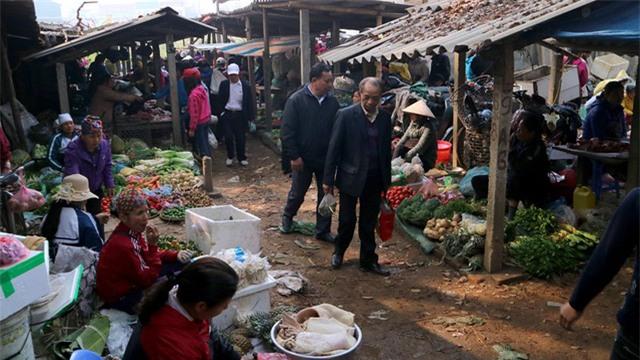 chợ hoa,chợ đồ cổ