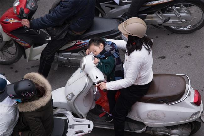 Gần Tết, xe nhích từng cm trên phố ở Hà Nội