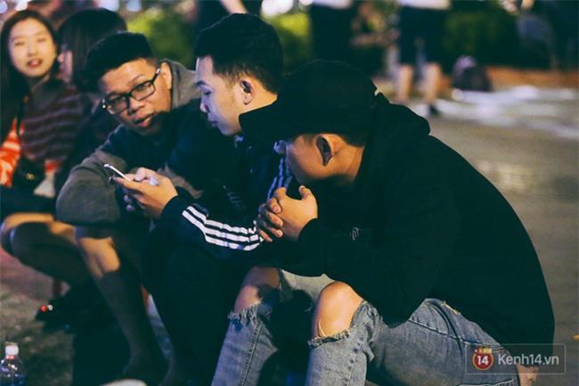 Chùm ảnh: Sài Gòn xuống 20 độ C kèm gió lạnh, người dân co ro khi đêm về - Ảnh 20.