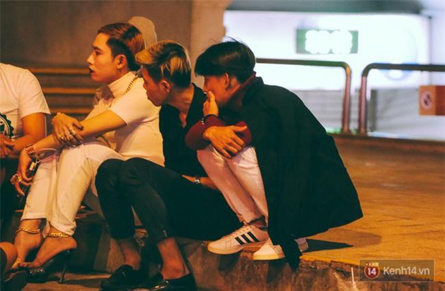 Chùm ảnh: Sài Gòn xuống 20 độ C kèm gió lạnh, người dân co ro khi đêm về - Ảnh 21.