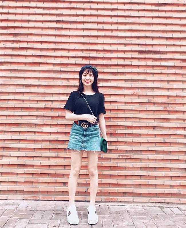 Ngọc Trinh khoe street style kín đáo đánh bại Angela Phương Trinh diện váy mỏng tang-6