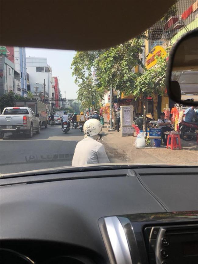 Dàn cảnh va quệt hai mẹ con bà lão chặn xe ô tô bắt vạ tài xế - Ảnh 4.
