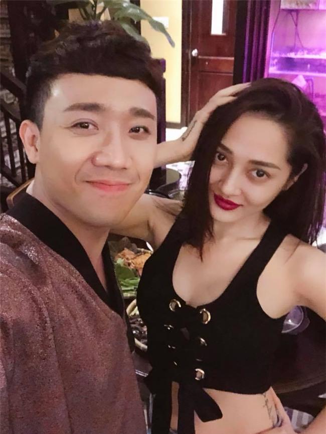 50 sắc thái của Trấn Thành khi được Hari Won âu yếm trước máy quay-3