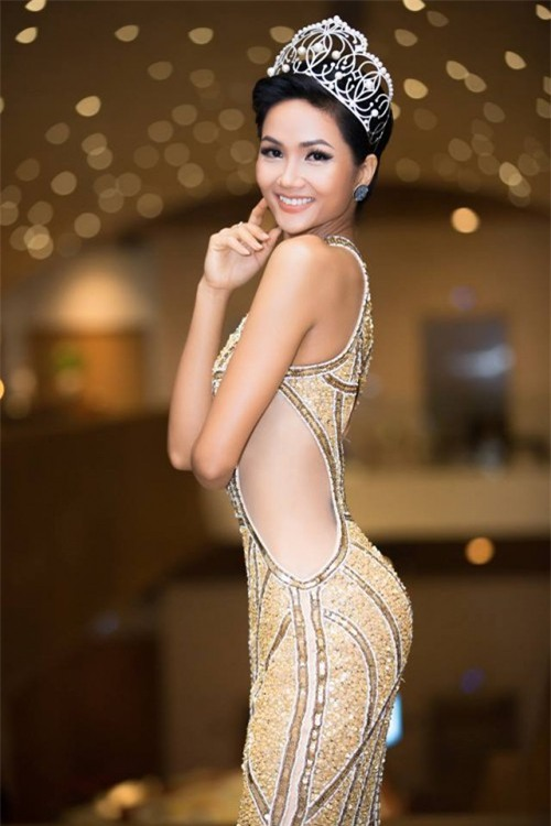 H'Hen Niê xuất hiện tựa 'nữ thần' với váy áo xuyên thấu gợi cảm tại sự kiện - Ảnh 6.