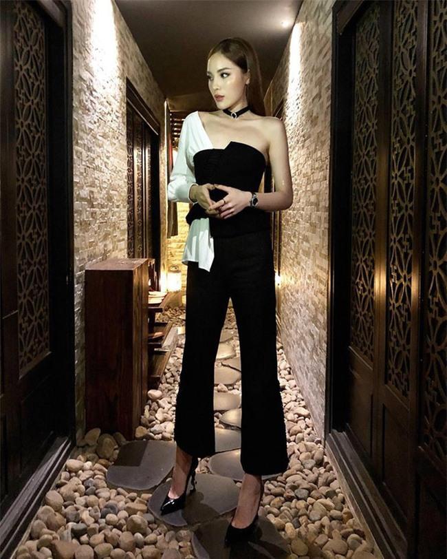 Trước nghi vấn bầu bí lần 3, Tăng Thanh Hà vẫn một mực diện váy rộng giấu dáng trong street style tuần qua - Ảnh 1.