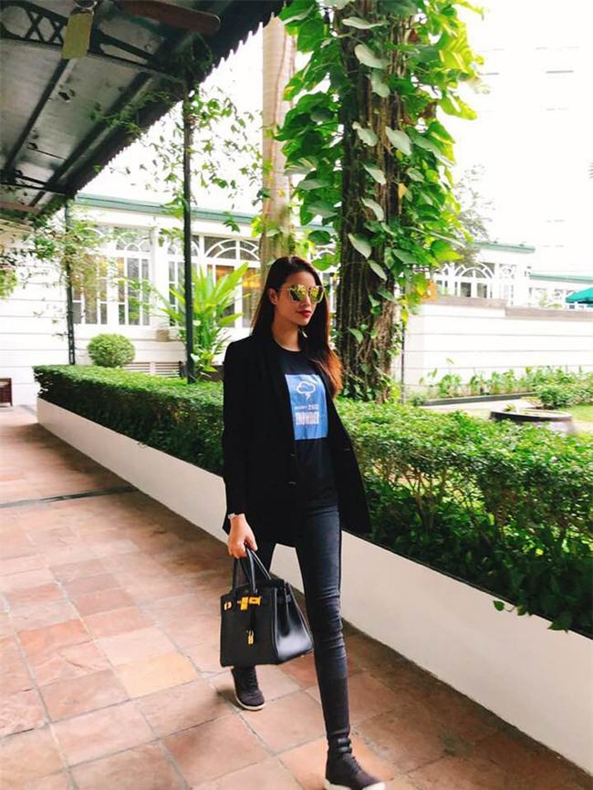 Trước nghi vấn bầu bí lần 3, Tăng Thanh Hà vẫn một mực diện váy rộng giấu dáng trong street style tuần qua - Ảnh 7.