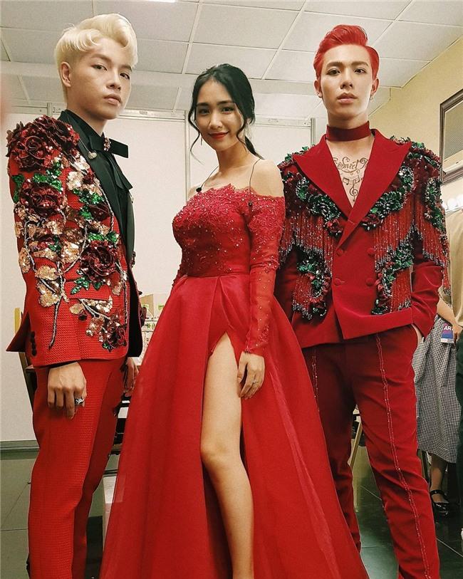 Gia đình hoa dâm bụt Hòa Minzy, Đức Phúc và Erik quậy tưng quán karaoke với vũ điệu sexy-5