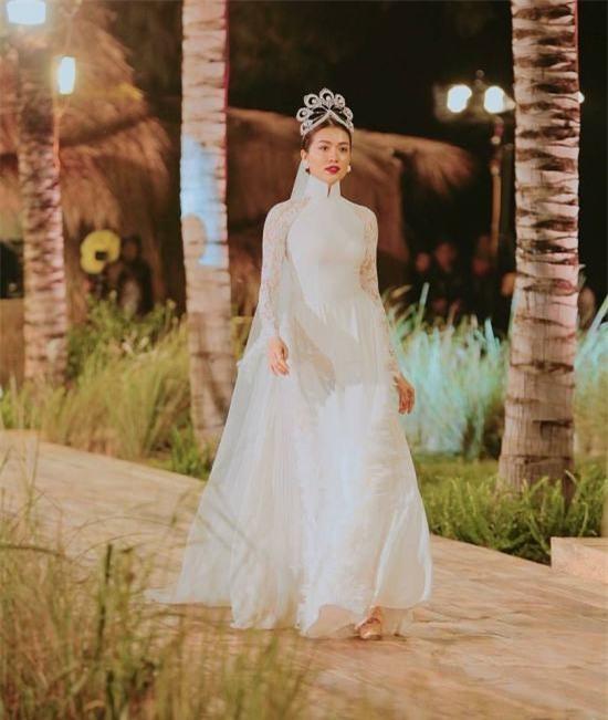 Vương miện Hoa hậu Hoàn vũ có gì tuyệt tác khiến mỹ nhân Việt thi nhau dùng hàng nhái?-10