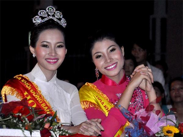 Vương miện Hoa hậu Hoàn vũ có gì tuyệt tác khiến mỹ nhân Việt thi nhau dùng hàng nhái?-11