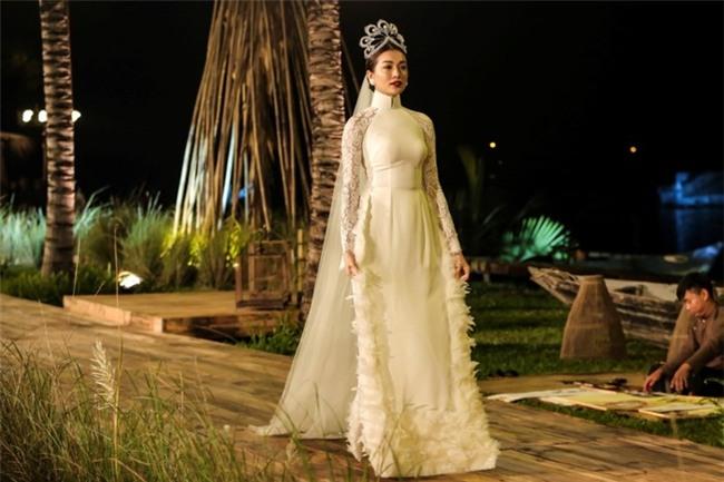 Vương miện Hoa hậu Hoàn vũ có gì tuyệt tác khiến mỹ nhân Việt thi nhau dùng hàng nhái?-9