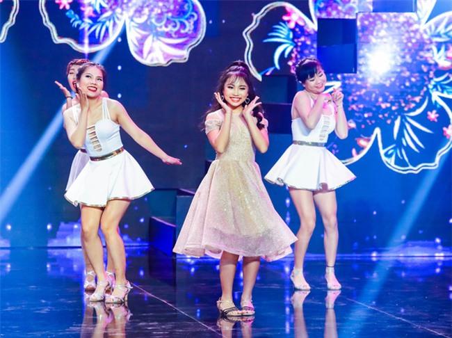 Phương Mỹ Chi diện váy áo điệu đà, khoe vũ đạo điêu luyện trên sân khấu - Ảnh 1.