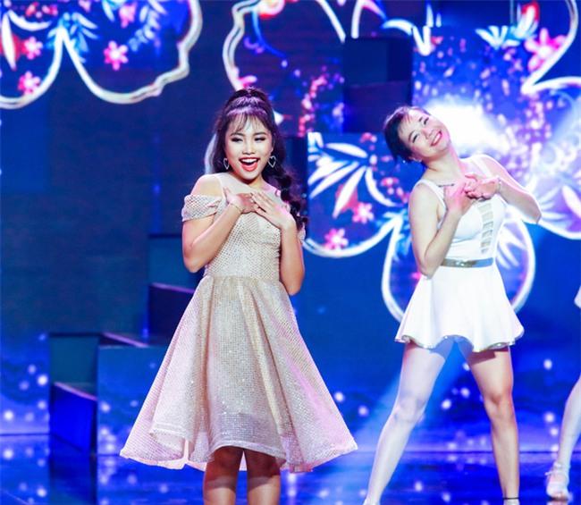 Phương Mỹ Chi diện váy áo điệu đà, khoe vũ đạo điêu luyện trên sân khấu - Ảnh 2.