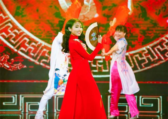 Phương Mỹ Chi diện váy áo điệu đà, khoe vũ đạo điêu luyện trên sân khấu - Ảnh 8.