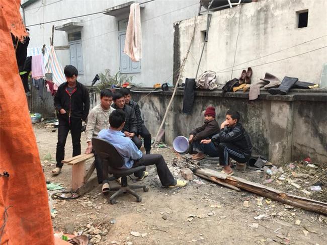 Chủ thầu đột ngột biến mất, 40 công nhân lao đao không có tiền về quê ăn Tết - Ảnh 2.