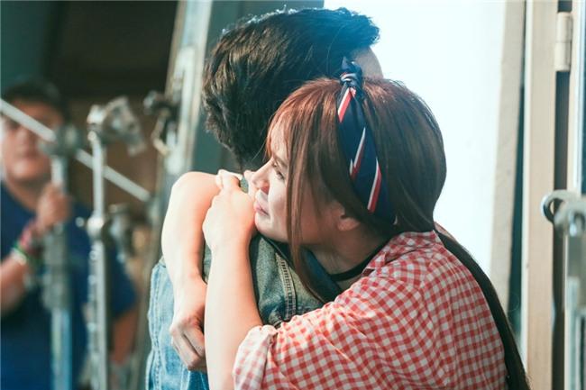 Bị Sam cưỡng hôn liên tiếp, Trường Giang quắn quéo hết tay chân-2