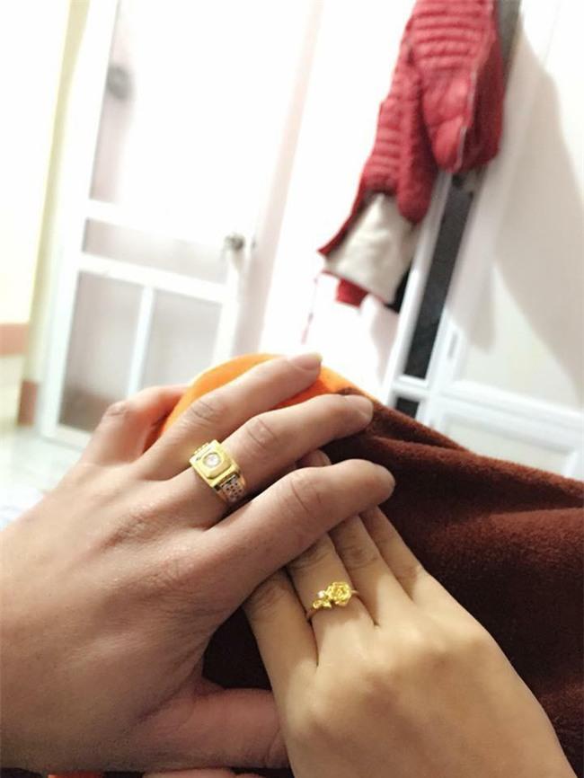 Chị em khoe quà Valentine sớm: người trang sức hàng hiệu sang chảnh, người được chồng tâm lý tặng cuộn chỉ vàng - Ảnh 12.