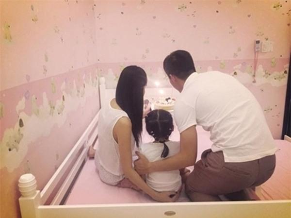 Những sao nhí triệu đô chưa từng một lần được công khai dung nhan của làng showbiz Việt-10