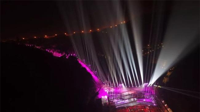 Mở đại nhạc hội hoành tráng chưa đủ, sếp nhà người ta còn khiến ối người ghen tị khi tặng cả kim cương trong tiệc cuối năm - Ảnh 3.