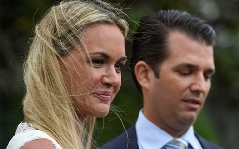 Con dâu Tổng thống Mỹ nhập viện vì mở thư có chứa chất bột lạ - Ảnh 1.