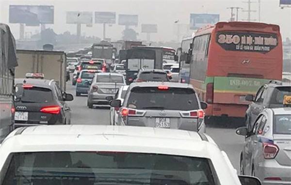 28 Tết, cao tốc Pháp Vân - Cầu Giẽ tắc nghẽn suốt nhiều giờ kéo dài đến tận trạm thu phí - Ảnh 6.