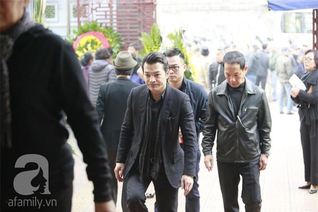 Trần Bảo Sơn đến viếng đám tang của bố vợ cũ - Ảnh 1.