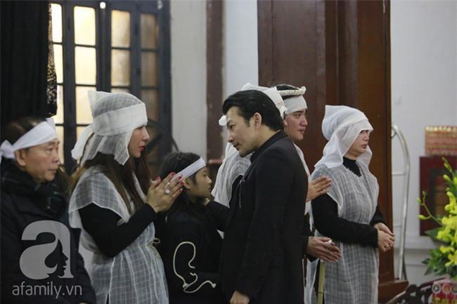 Trần Bảo Sơn đến viếng đám tang của bố vợ cũ - Ảnh 4.