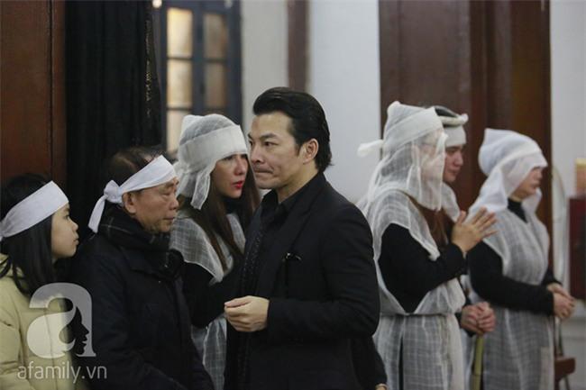 Trần Bảo Sơn đến viếng đám tang của bố vợ cũ - Ảnh 6.