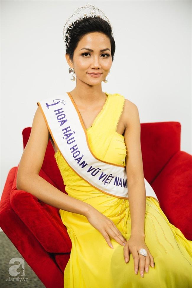Từ sau khi đăng quang, Hoa hậu HHen Niê rất chăm chỉ thay đổi phong cách thời trang - Ảnh 12.