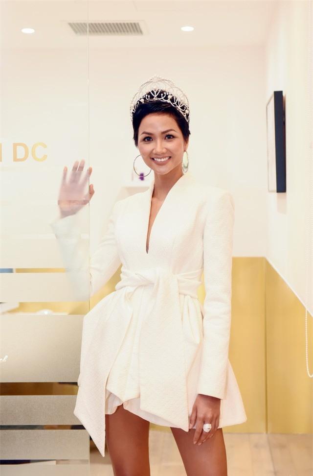 Từ sau khi đăng quang, Hoa hậu HHen Niê rất chăm chỉ thay đổi phong cách thời trang - Ảnh 14.