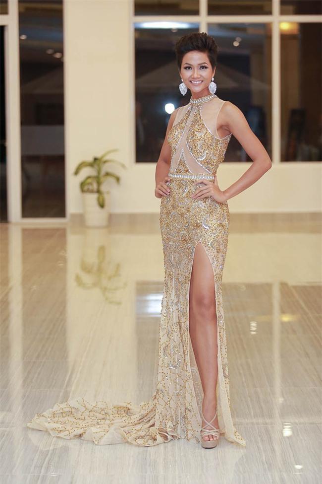 Từ sau khi đăng quang, Hoa hậu HHen Niê rất chăm chỉ thay đổi phong cách thời trang - Ảnh 2.