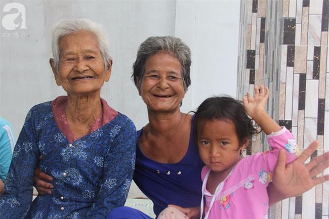 Không còn cảnh xin từng bữa cơm nuôi 4 người con tâm thần, người mẹ già 86 tuổi đã có một cuộc sống mới - Ảnh 10.