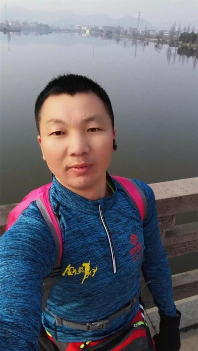 Thay vì chen chúc tàu xe, người đàn ông này quyết định chạy bộ 211 cây số về quê ăn Tết - Ảnh 3.