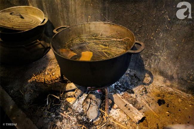 Tắm nước mùi già - nghi thức trịnh trọng trong đêm trừ tịch để đón năm mới của người miền Bắc - Ảnh 11.