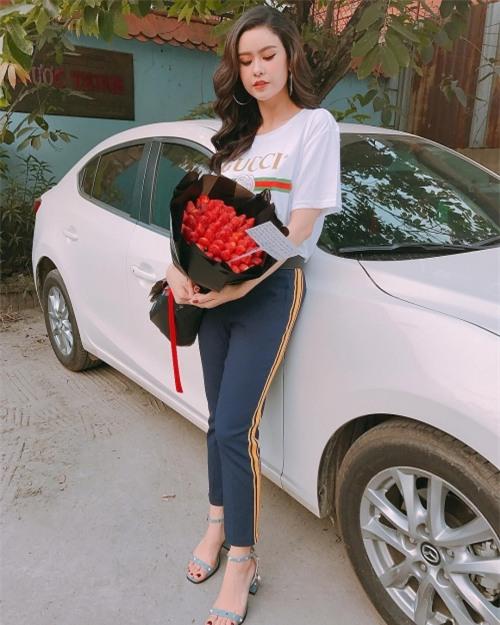 Hồ Ngọc Hà - Angela Phương Trinh dẫn đầu xu hướng nhung rực rỡ đón chào năm mới-9