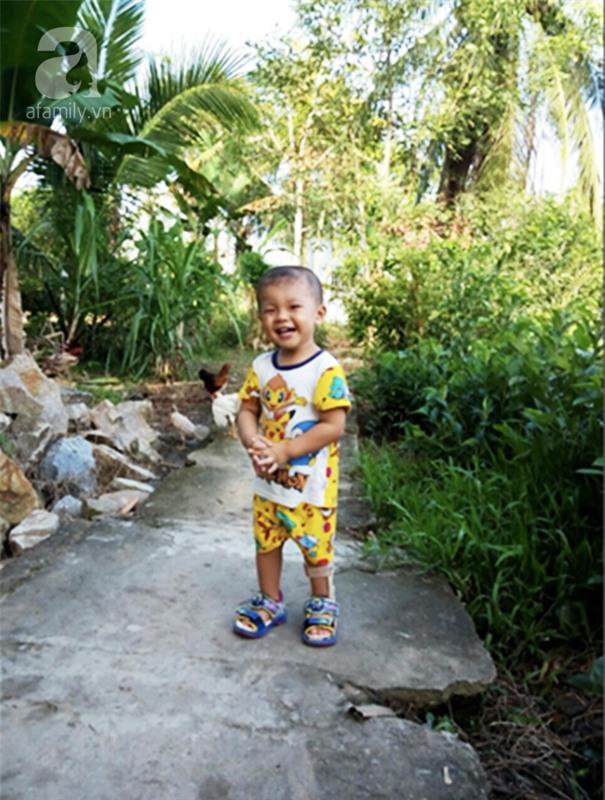 """Bé trai bị đâm xuyên não khi mới 11 ngày tuổi đã đứng vững, đang """"bi bô tập nói"""" và đón Tết thứ ba cùng cha mẹ - Ảnh 10."""