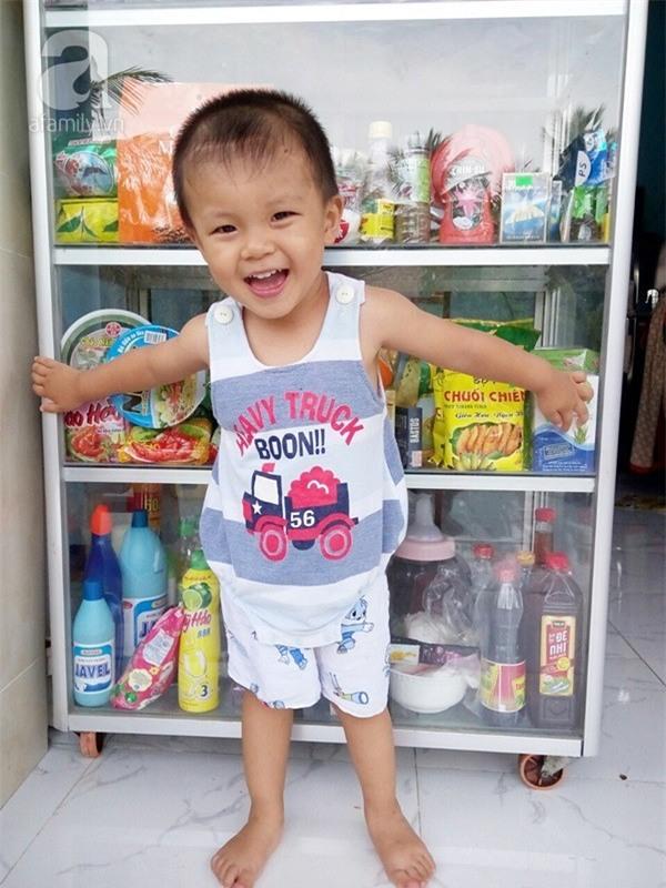 """Bé trai bị đâm xuyên não khi mới 11 ngày tuổi đã đứng vững, đang """"bi bô tập nói"""" và đón Tết thứ ba cùng cha mẹ - Ảnh 9."""