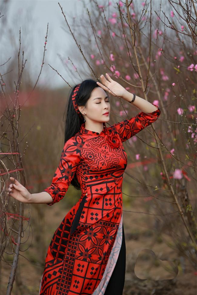 """""""hot girl dao keo"""" nam dinh dep lung lieng voi ao dai xuan hinh anh 11"""